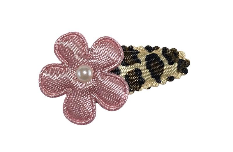 Vrolijk baby peuter haarspeldje met panterprint.  Met een effen oud roze bloemetje en een klein pareltje.