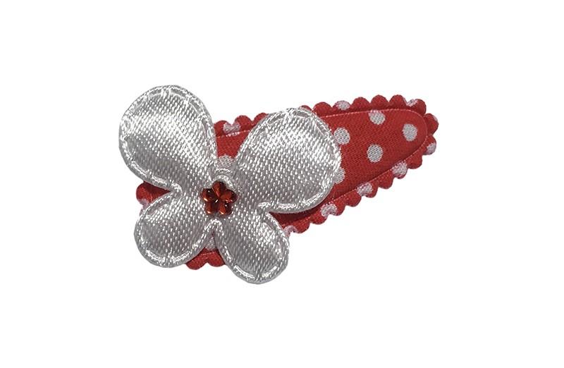 Vrolijk rood baby peuter haarspeldje met witte stippeltjes. Met daarop een wit vlindertje.  Afgemaakt met een klein rood glinsterbloemetje.