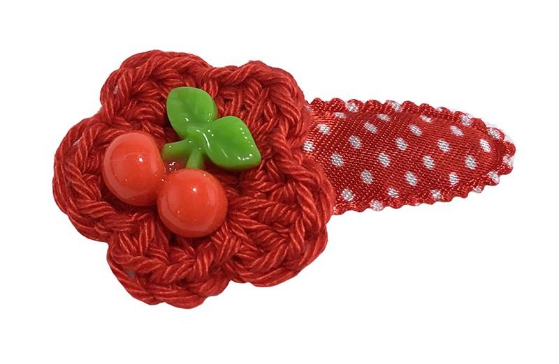 Vrolijk rood met wit gestippeld peuter kleuter haarspeldje.  Met een rood gehaakt bloemetje.  Afgewerkt met vrolijke kersjes.