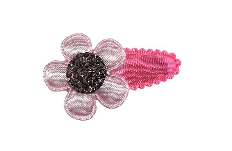 Vrolijk fel roze baby peuter haarspeldje.  Met een licht roze bloemetje en een zilver grijs pareltje.