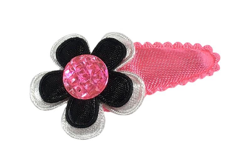 Leuk fel roze baby peuter haarspeldje.  Met een wit bloemetje en een klein zwart bloemetje.  Afgemaakt met een roze pareltje.