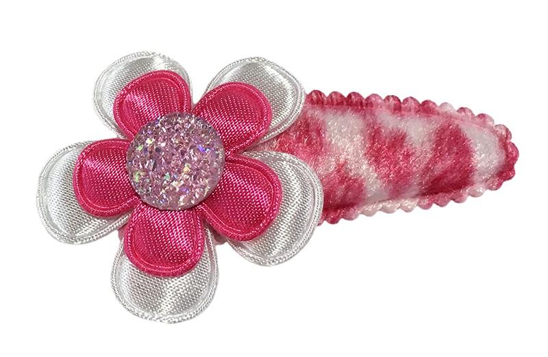 Vrolijk roze peuter kleuter haarspeldje in fluffie dierenprint. Met een wit nloemetje en een fuchsia roze bloemetje.  Afgewerkt met een leuk roze pareltje.