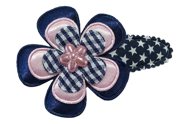 Vrolijk donkerblauw peuter kleuter haarspeldje met witte sterretjes.  Met eeneffen donkerblauw bloemetje, een licht roze bloemetje en een blauwwit geruit bloemetje.  Afgewerkt met een glanzend roze steentje in de vorm van een bloemetje.