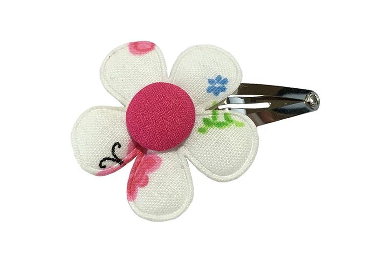Leuk peuter meisjes haarspeldje.  Met een wit bloemetje met kleine figuurtjes, de vrolijke figuurtjes op het bloemetje kunnen iets verschillen.  En een fuchsia roze stofknoopje.