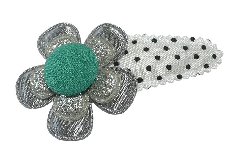 Vrolijk wit met zwart gestippeld peuter kleuter haarspeldje.  Met een grijs bloemetje, een zilver glitter bloemetje en een  groen stofknoopje.