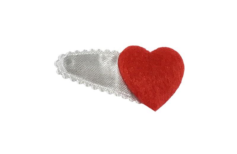 Schattig glanzend wit baby peuter haarspeldje met een fluffie rood hartje.