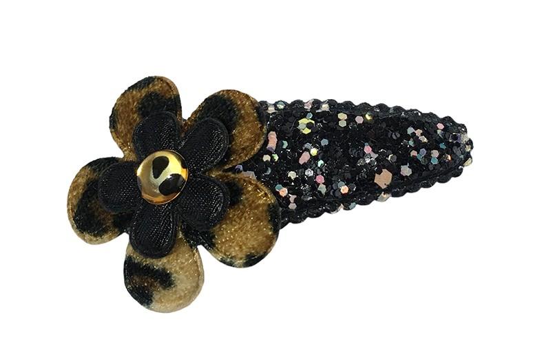 Vrolijk zwart peuter kleuter haarspeldje met glittertjes.  Met daarop een bloemetje in panterprint en een mini zwart bloemetje.  Afgewerkt met een klein pareltje.