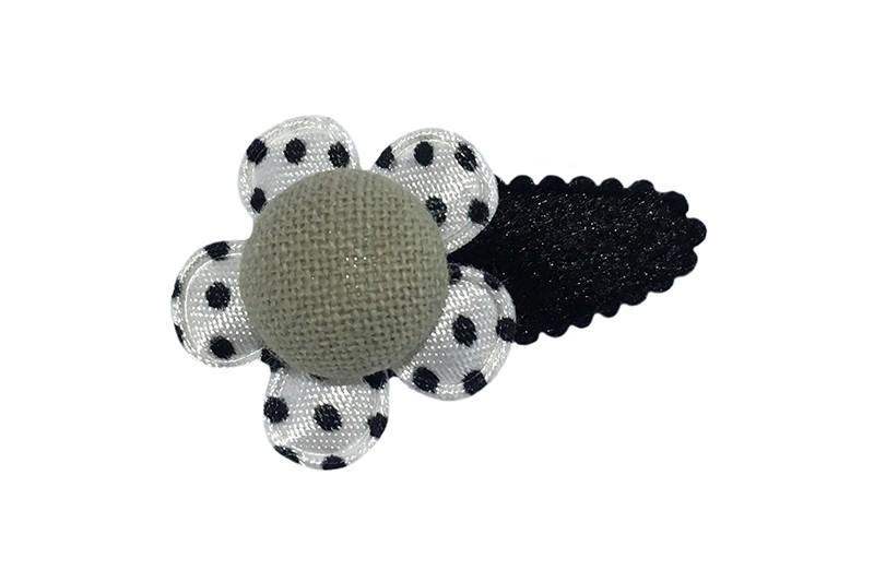 Leuk fluffie zwart baby peuter haarspeldje. Daarop een wit bloemetje met zwarte stipjes en een grijsgroen stofknoopje.