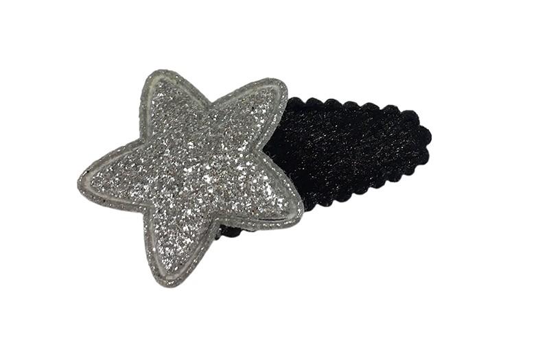 Leuk zwart fluffie baby peuter haarspeldje. Met een zilverglitter sterretje.