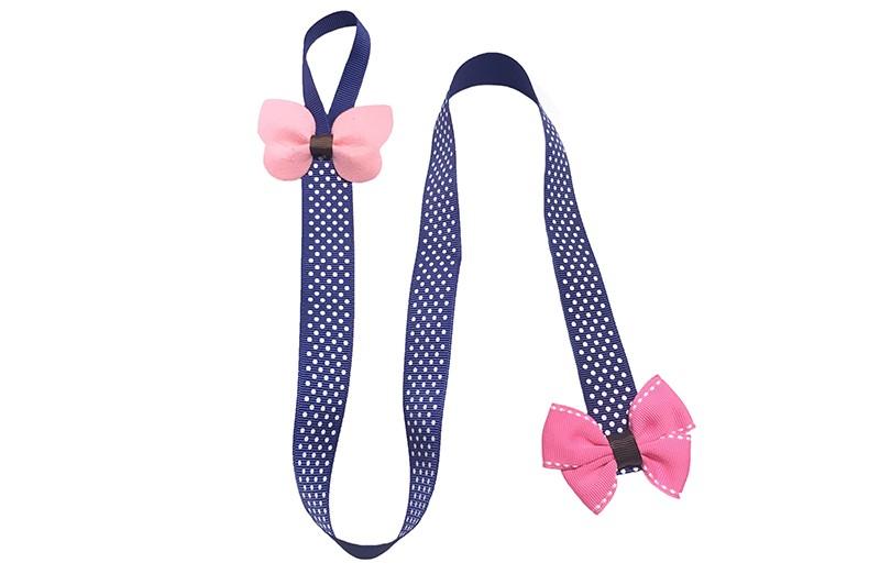 Vrolijk en handig bewaarlint voor de haarspeldjes.  En ook nog is een leuke accesoire voor aan de muur, kast enz..  Het blauwe lint heeft vrolijke witte stipjes en aan de bovenkant een handig ophanglusje.  Versierd met bovenaan een vrolijke licht roze vlinder en onderaan een leuke roze strik.