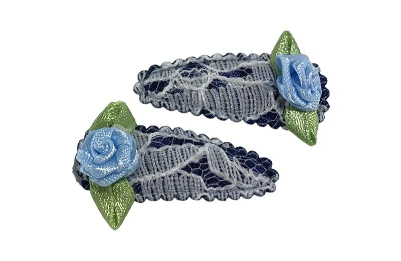 Schattig setje van 2 donkerblauwe kantlook baby peuter haarspeldjes.  Met op elk een lichtblauw roosje.
