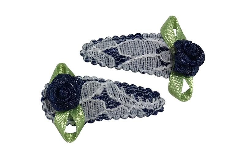 Schattig setje van 2 donkerblauwe kantlook baby peuter haarspeldjes.  Met op elk een donkerblauw roosje.