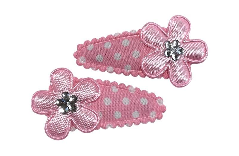 Leuk setje van 2 licht roze baby peuter haarspeldjes met witte stippeltjes. Met op elk een licht roze bloemetje en een klein zilver glinster bloemetje