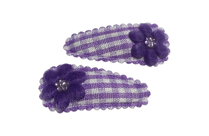 Vrolijk setje van 2 lila paarse baby peuter haarspeldjes met op elk een paars bloemetje en een klein wit pareltje.