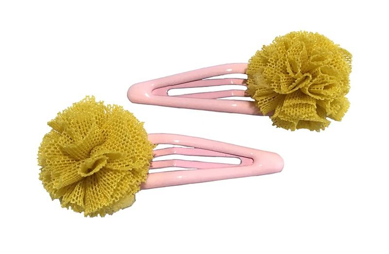 Schattig setje van 2 licht roze peuter, kleuter, meisjes haarspeldjes. Met op elk een oker geel zacht stoffen bolletje in kantlook.