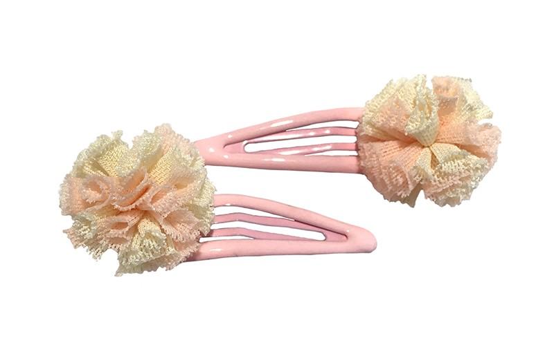 Schattig setje van 2 licht roze peuter, kleuter, meisjes haarspeldjes.  Met op elk een roze creme zacht stoffen bolletje in kantlook.