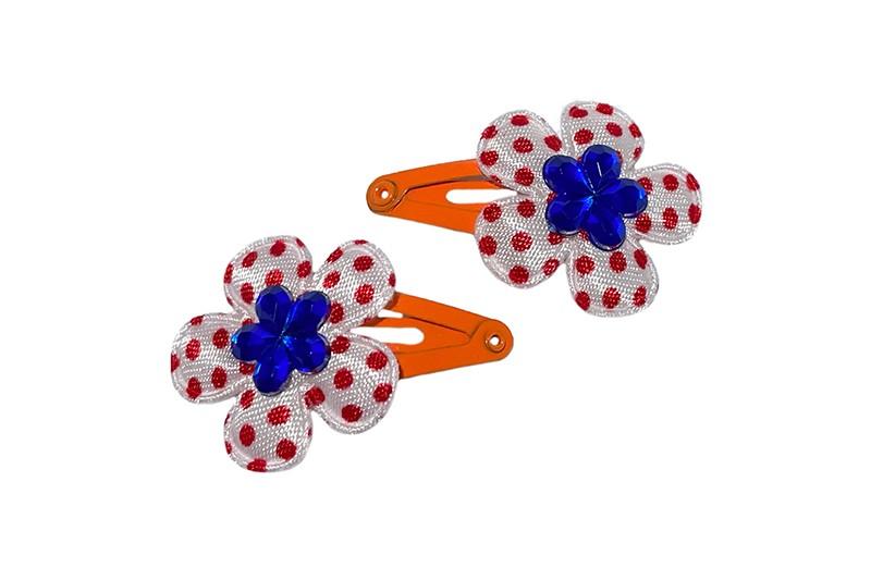 Vrolijk setje van 2 oranje baby peuter haarspeldjes.  Met op elk een wit bloemetje met rode stippeltjes en een blauw glinsterbloemetje.