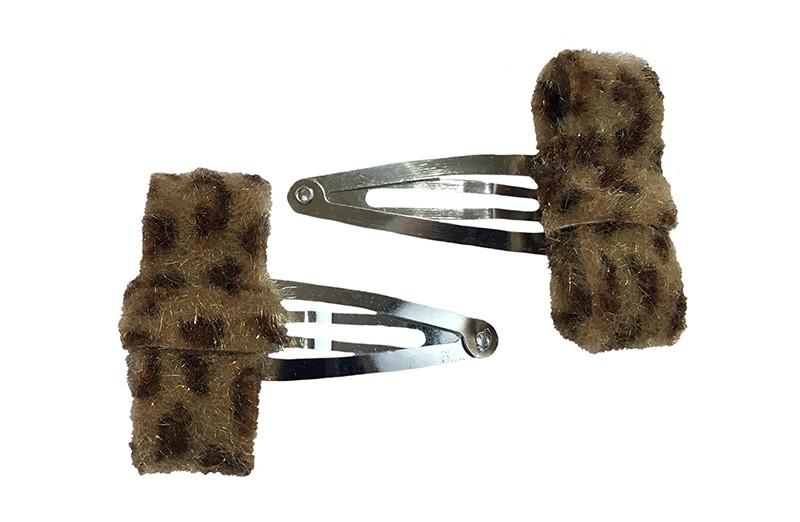 Schattig setje van 2 peuter kleuter haarspeldjes.  Met op elk een bruin tijgerprint strikje van stof.  De strikjes zijn ongeveer 4 centimeter breed.