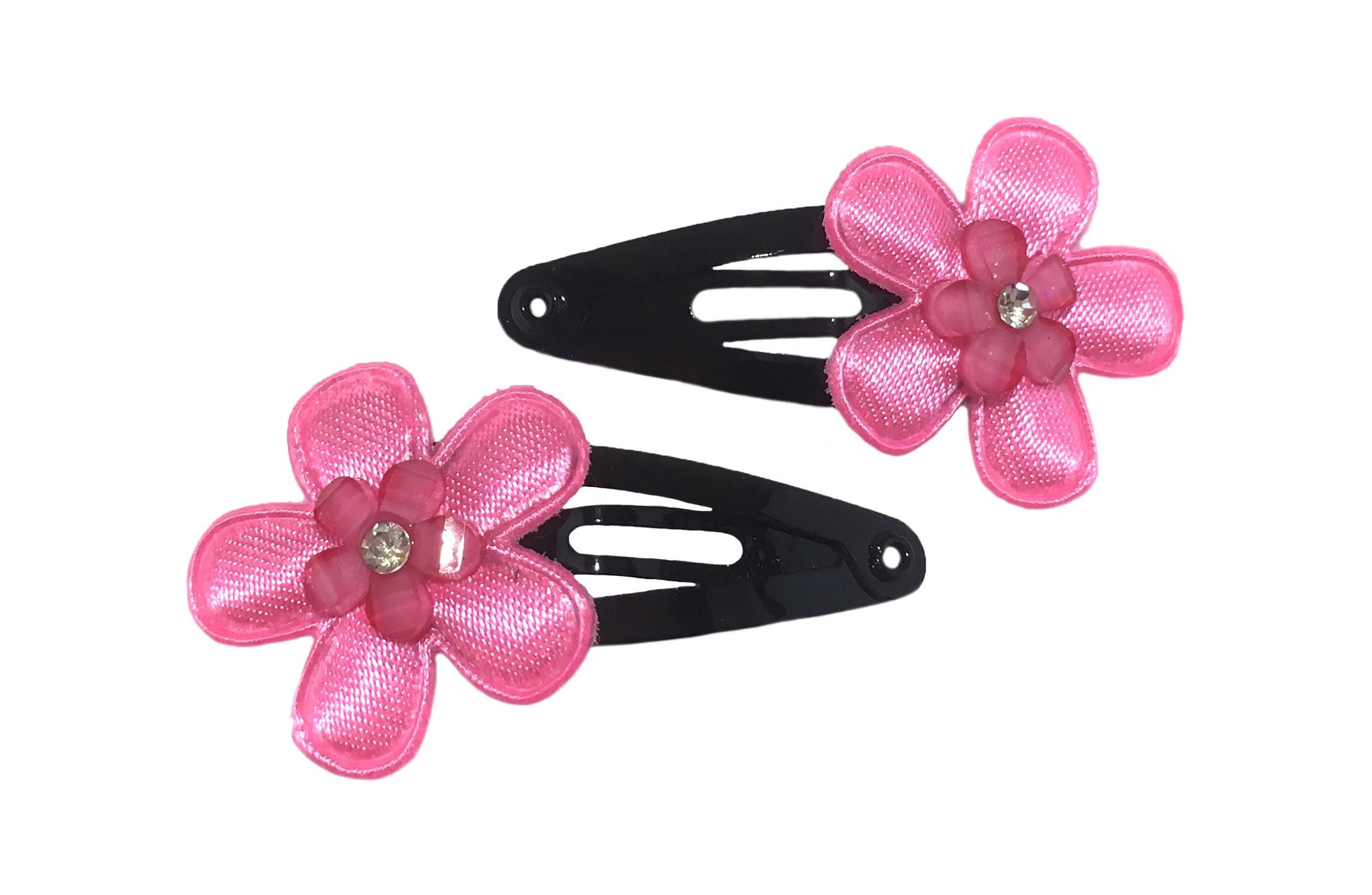 Leuk setje van 2 zwarte baby peuter haarspeldjes.  Met op elk een fel roze bloemetje en een klein roze bloempareltje.
