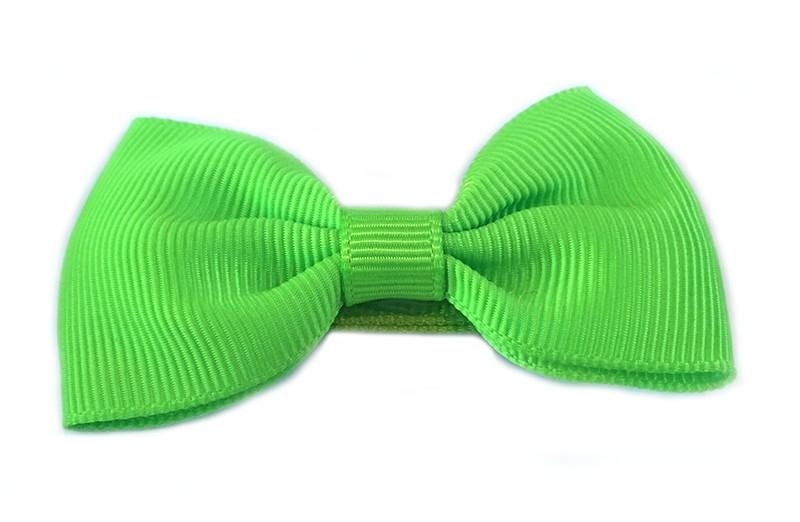 Gaat uit assortiment!  Leuke fel groene meisjes haarstrik op alligatorknip bekleed met fel groen lint.