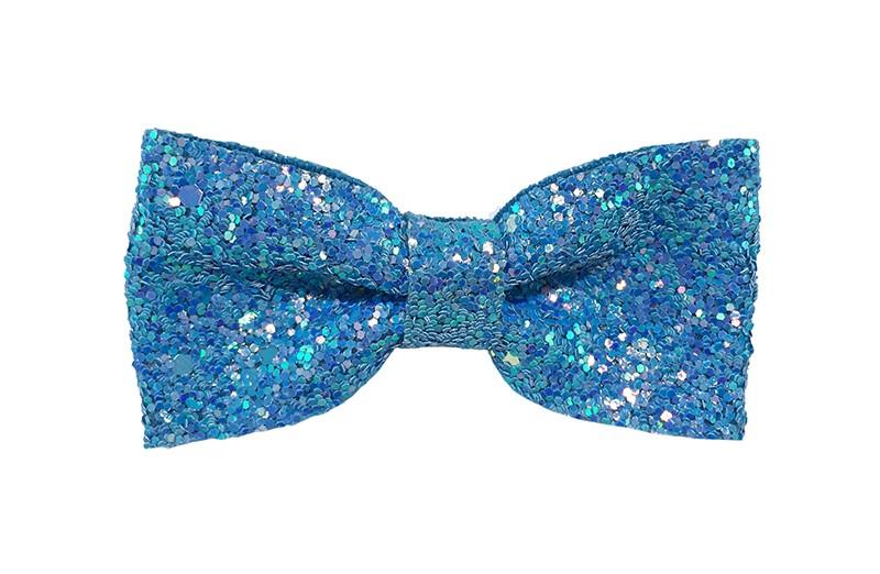 Vrolijke fel blauwe peuter, kleuter, meiden haarstrik vol met glittertjes.  De glittertjes in groot en klein geven deze strik een extra glanzende look.  Vastgemaakt op een handig haarknipje met kleine tandjes van 4 centimeter.