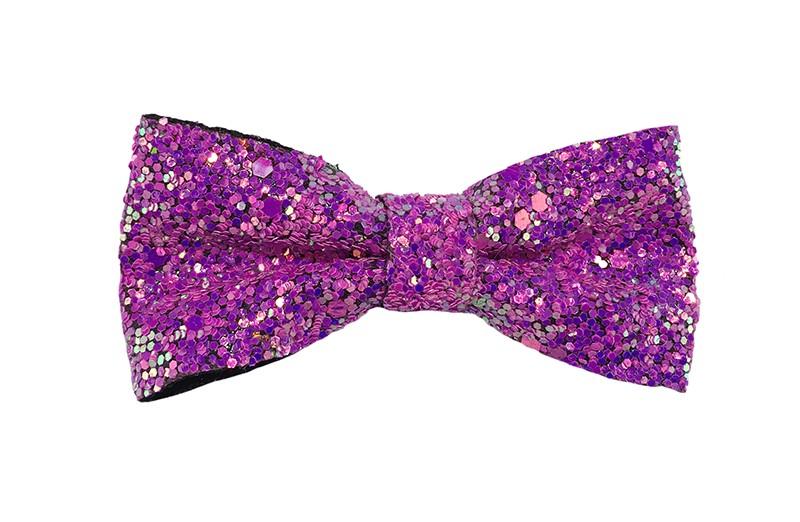 Vrolijke paars/roze peuter, kleuter, meiden haarstrik vol met glittertjes.  De glittertjes in groot en klein geven deze strik een extra glanzende look.  Vastgemaakt op een handig haarknipje met kleine tandjes van 4 centimeter.