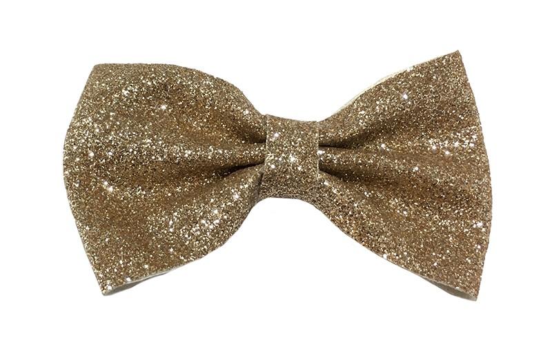 Leuke gouden peuter, kleuter, meiden glitter haarstrik.  Het haarstrikje is van dun nepleer met kleine glittertjes. Vastgemaakt op een plat haarknipje half bekleed met zand bruin lint.