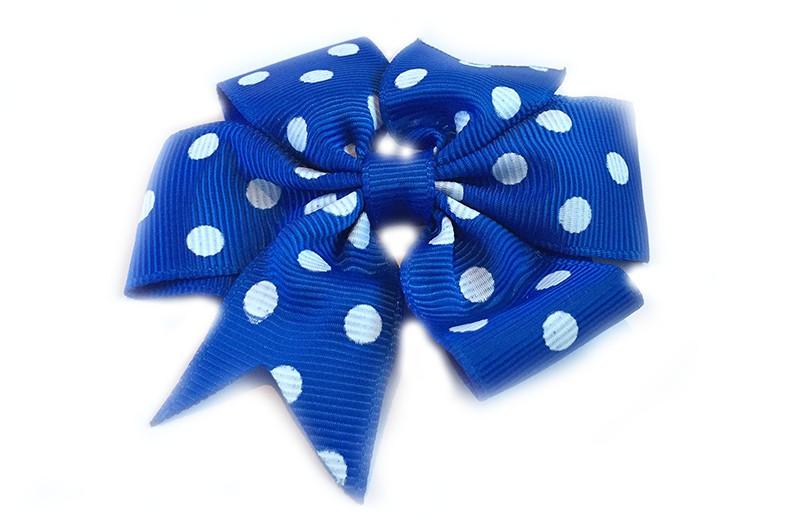 Mooi! Grote kobaltblauwe haarstrik met witte stippen op een alligator speldje, makkelijk in het haar te zetten. Ziet er heel vrolijk uit in de peuter en kleuter haartjes.