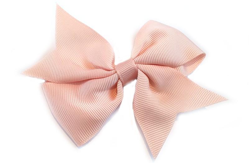 Leuke enkele haarstrik in zalm roze kleur op alligator knip  Leuk voor zowel jonge meisjes als oudere meisjes.