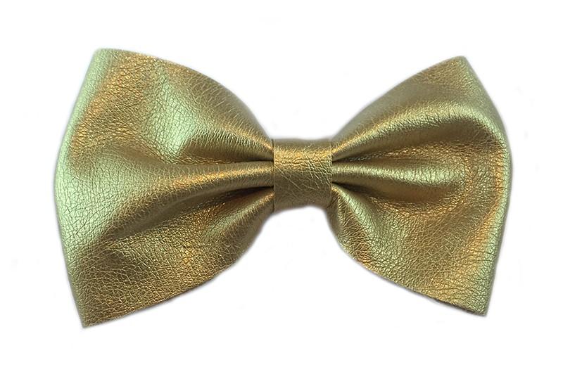 Mooie meisjes haarstrik glanzend goud leer. Op alligator knipje van 4 centimeter.