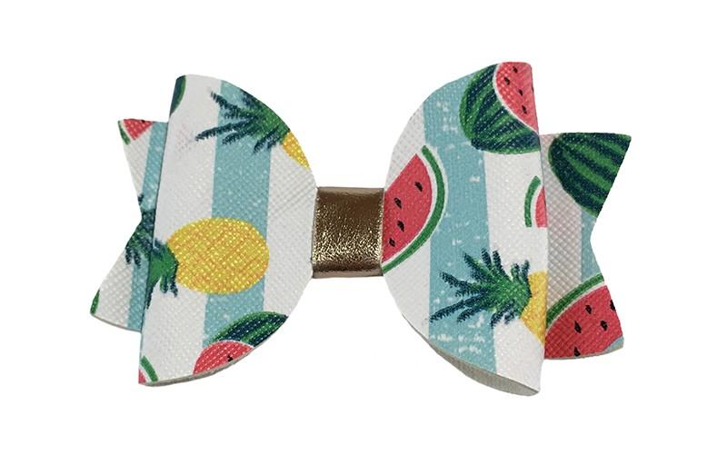 Vrolijke lichtblauw wit gestreepte leren haarstrik. Met een watermeloen en ananas printje. In een mooie dubbellaagse look. Afgewerkt met een glanzend leerbandje.  Op een platte haarknip bekleed met wit lint van 4.5 centimeter.
