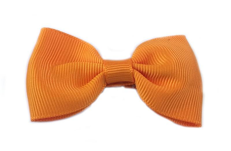 Gaat uit assortiment!  Leuke oranje meisjes haarstrik op alligatorknip bekleed met oranje lint.