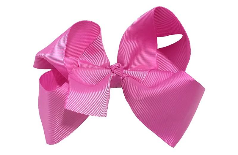 Vrolijke haartjes met deze extra grote pink, roze haarstrik van lint. Op een alligator knip van 5,5 centimeter vastgemaakt, zet makkelijk in het haar.