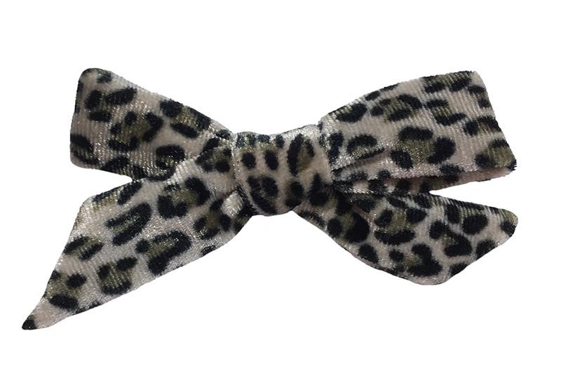 Leuk zacht stoffen haarstrikje met een grijs zwart luipaardprintje.  Van zachte licht glanzende stof.  Op een plat haarknipje van 4 centimeter.