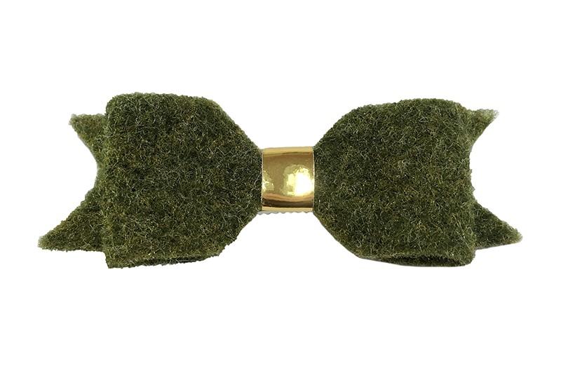 Leuke mosgroene vilten haarstrik.  Met een glanzend goud leerbandje.  Op een handige haarknip met kleine tandjes. Het knipje is voor de helft bekleed met licht groen lint.