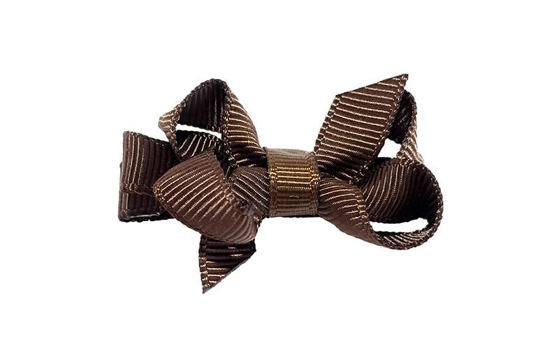 Lief klein haarknipje met een mooi strikje van donker bruin geribbeld lint. Op een alligatorknipje ook bekleed met hetzelfde donkerbruin lint.