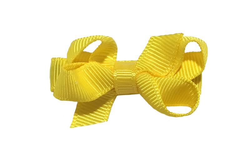 Lief klein haarknipje met een mooi strikje van geel geribbeld lint. Op een alligatorknipje bekleed met geel lint.