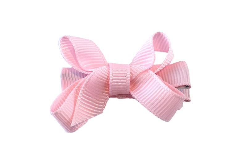 Lief klein baby peuter haar knipje. Met licht roze lint bekleed alligator knipje met met moo licht roze strikje van lint.