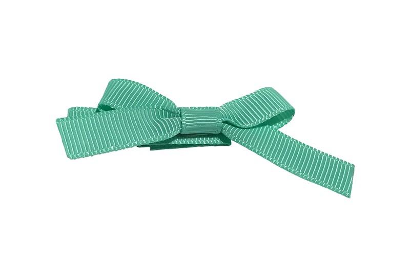 Leuk haarknipje bekleed met mint groen lint. Met daarop een vrolijk strikje van mint groen lint. Het knipje is een alligator haarknipje van ongeveer 4 centimeter.