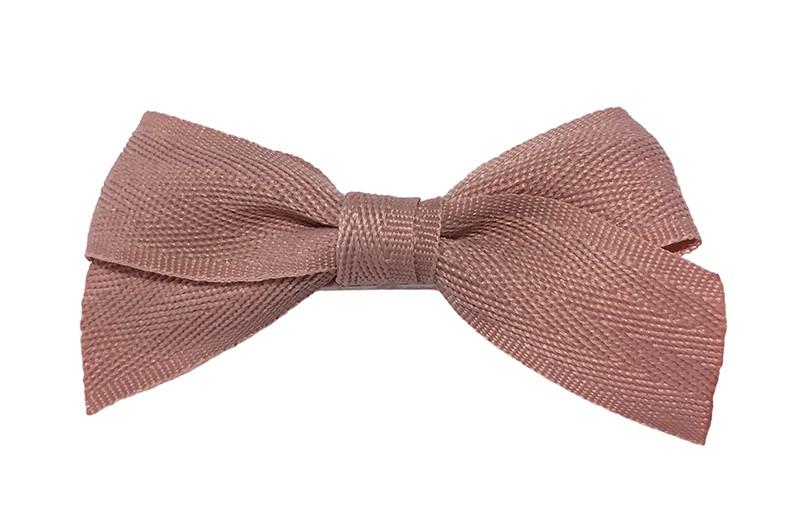 Leuk haarstrikje van oudroze lint. Op een handige alligator knip bekleed met licht roze lint.  Het knipje is ongeveer 4.5 centimeter.