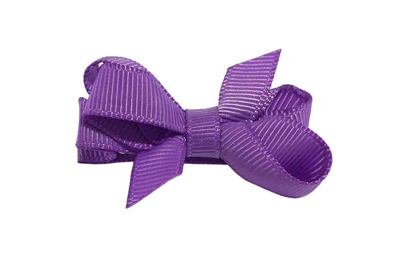 Lief klein haarknipje met een mooi strikje van paars geribbeld lint. Op een alligatorknipje bekleed met paars lint.