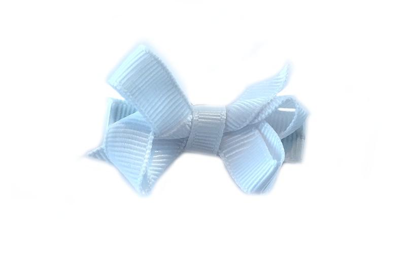 Lief klein haarknipje met een mooi strikje van wit geribbeld lint. Op een alligatorknipje bekleed met hetzelfde witte lint.