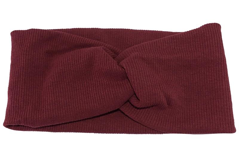 Leuke bordeaux rode stoffen tiener en dames hoofdband.  Van zachte rekbare stof, met streepjespatroontje in de stof. Geknoopt in een hip twistmodelletje.  Het hoofdbandje heeft een leuk breed model.