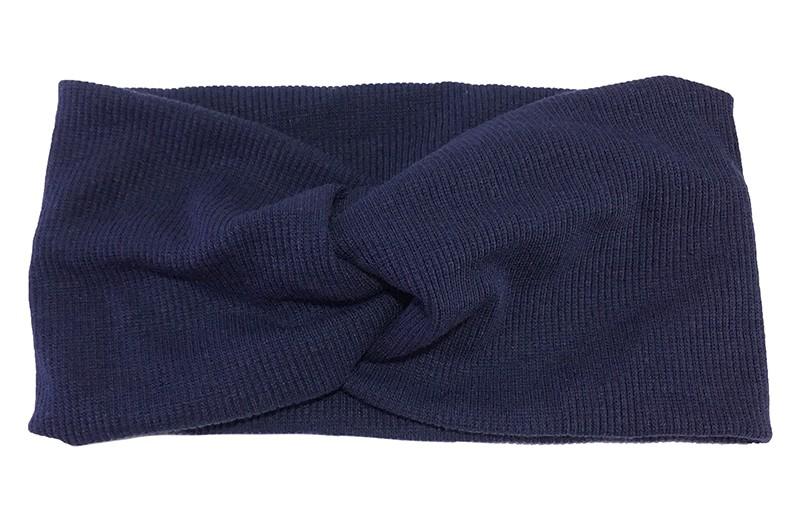 Leuke donkerblauw stoffen tiener en dames hoofdband.  Van zachte rekbare stof, met streepjespatroontje in de stof. Geknoopt in een hip twistmodelletje.  Het hoofdbandje heeft een leuk breed model.