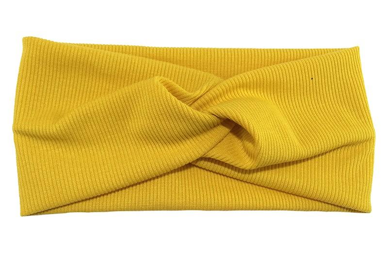 Leuke fel gele stoffen tiener en dames hoofdband.  Van zachte rekbare stof, met streepjespatroontje in de stof. Geknoopt in een hip twistmodelletje.  Het hoofdbandje heeft een leuk breed model.