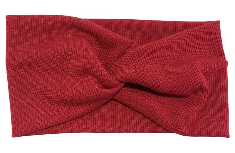 Leuk (wijn) rood stoffen tiener en dames hoofdbandje.  Van zachte rekbare stof, met streepjespatroontje in de stof. Geknoopt in een hip twistmodelletje.  Het hoofdbandje heeft een leuk breed model.