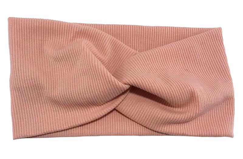 Leuk roze stoffen tiener en dames hoofdbandje.  Van zachte rekbare stof, met streepjespatroontje in de stof. Geknoopt in een hip twistmodelletje.  Het hoofdbandje heeft een leuk breed model.
