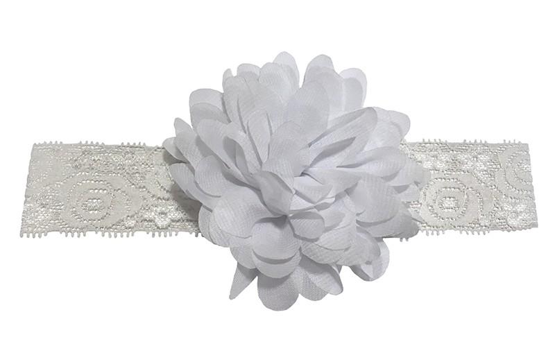 Schattig wit baby peuter haarbandje van kant.  Met daarop een vrolijke witte chiffon bloem.  Het haarbandje is ongeveer 3.5 centimeter breed en de bloemetjes zijn ongeveer 10 centimeter groot.