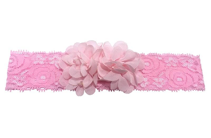 Schattig roze baby peuter haarbandje van kant. Met daarop 2 vrolijke licht roze chiffon bloemetjes.  Het haarbandje is ongeveer 3.5 centimeter breed en de bloemetjes zijn ongeveer 4 centimeter groot.