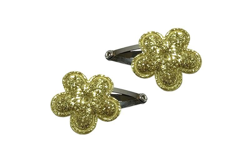 Schattig setje van 2 mini baby haarspeldjes. Met op elk een goud glitter bloemetje.  Laat uw kindje niet slapen of alleen zijn met haarspeldjes in!